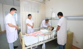 市人民医院全力救治一名香港游客